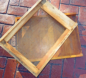 As is so often the case with beekeeping equipment, either style of bottom board works very well. During the winter season, a metal sheet can be inserted to close off the screened opening. The solid bottom board underneath the screened board is more rigid and heavier. This style is used by many beekeepers and exclusively by commercial keepers.